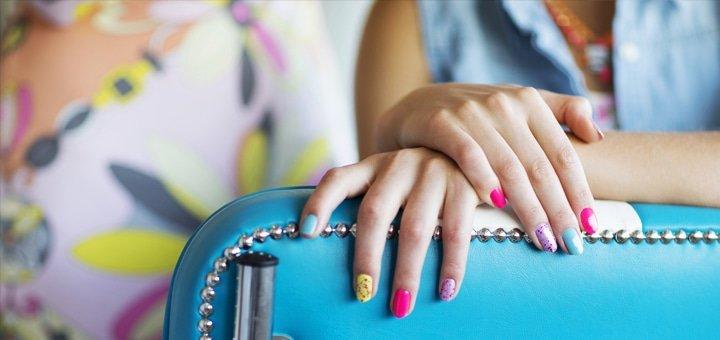 Маникюр и педикюр с покрытием Shellac в салоне красоты «Lipki»