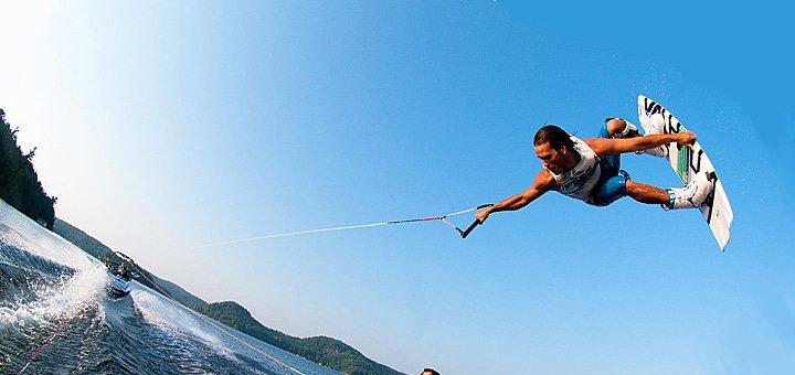 Обучение теоретическим азам водного спорта и катание на вейкборде + видео и фотосъемки в вейкборд-школе «Адреналин»!