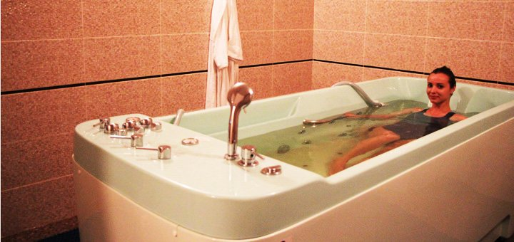 Релакс-зона и гидромассажная ванна в аквапарке «Dream Island»