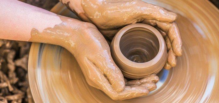 Занятия по лепке из глины или на гончарном круге в студии творчества и вдохновения «Країна Сонця»