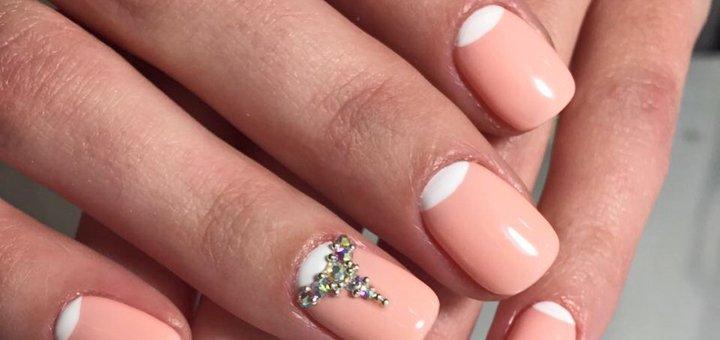 Маникюр с покрытием гель-лаком в студии красоты «Goldbee Beauty»