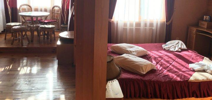От 3 дней зимнего отдыха с питанием в отеле «Смерекова Хата» в Славском