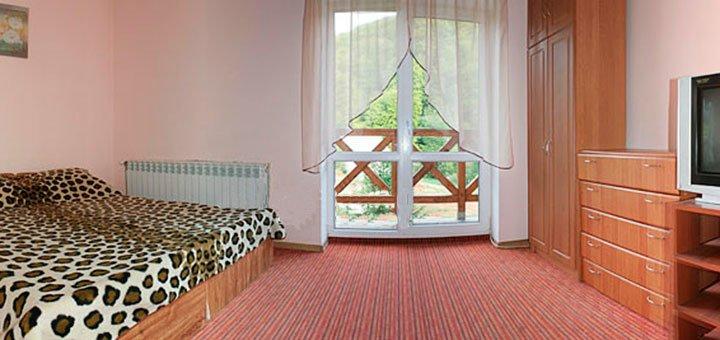 От 3 дней отдыха в туристическом комплексе «Смерековий камінь» возле заповедника на Закарпатье