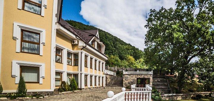 От 3 дней отдыха с двухразовым питанием в отеле Vip House «Гнездо Голубки» в Шаяне