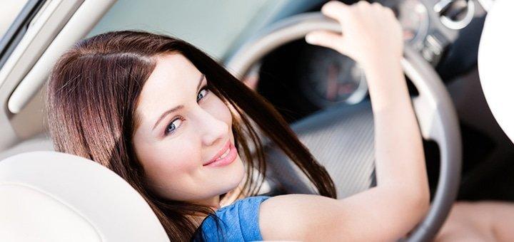 Скидка до 28% на полный теоретический и практический курс вождения в сети школ «Морком» или «Перекресток»
