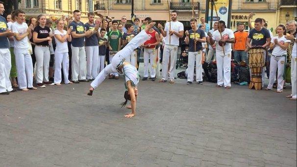 До 24 занятий в школе капоэйры «Rabo de Arraia»