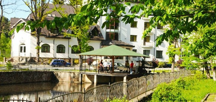 От 5 дней на солёных озерах с питанием и лечением в комплексе «Солотвино Резорт» в Закарпатье