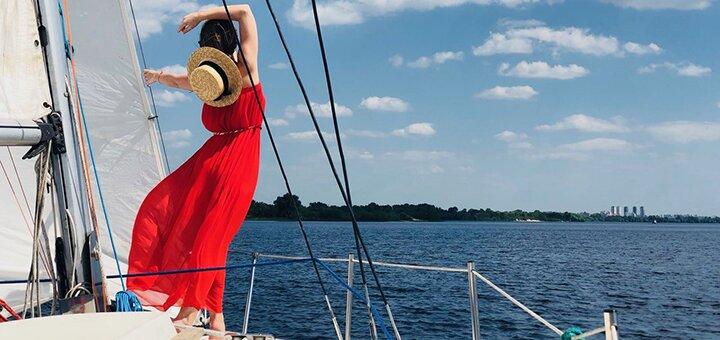 Скидка 50% на романтическую прогулку под парусами с шампанским от яхтенного клуба «Yacht Fun»
