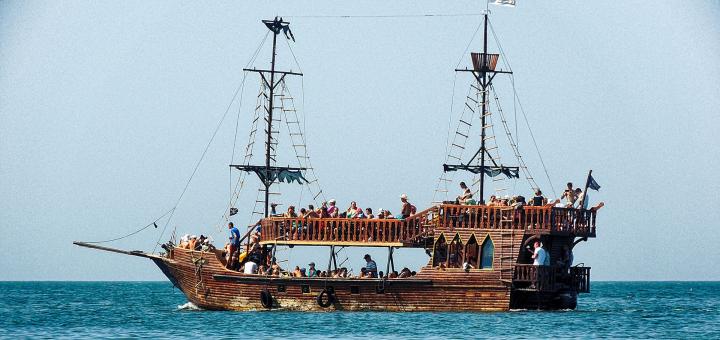 Скидка 50% на прогулку на пиратских кораблях «Black Rodger» или «Davy Jones» по Днепру