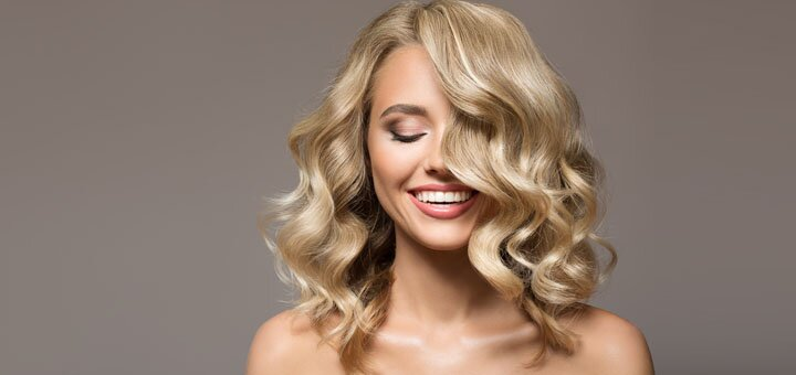 Элегантная укладка волос и дневной или вечерний макияж в салоне красоты «Ваниль»