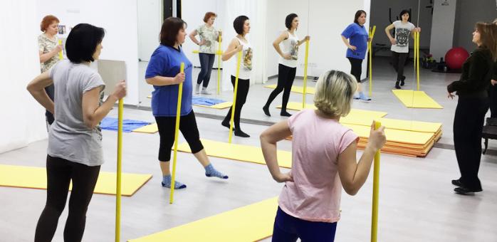 До 32 групових тренувань з йоги та пілатесу у фітнес-центрі «Плюс»