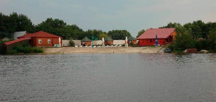 От 2 дней с завтраками в домике на берегу Днепра в загородном комплексе «Остров Везения»